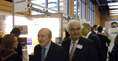 Gérard Collomb et Jacques Pedrini visitant les stands des partenaires de la journée des conseils syndicaux (SDH/LPI)