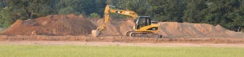 Caterpillar sur le chantier de l'A89 aux Olmes